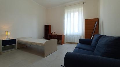 Intero appartamento ristrutturato con 5 camere singole e 2 bagni