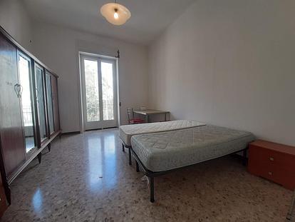 Ampia stanza con balcone per studenti/esse vicino viale dell'Università
