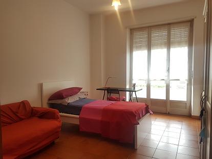 Camera singola con balcone zona Poli