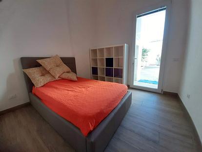 Camera nuova con cortile su via Taranto