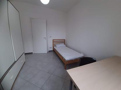 Camera con bagno privato su via Taranto in app.to ristrutturato